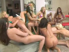 Lesbo orgy with lots of squirting