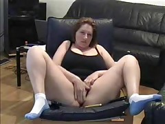 Sexy Milf lets her dusty camera know that she hasn't lost her edge. She cleans off the dusty camera in this non-professional livecam video and spreads her legs wide for the camera while she masturbates her large wet pussy.
