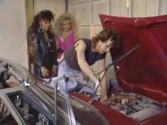 Classic three-some in the garage with Kassie Nova and Victoria Paris