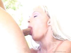 Tempting Layla Jade face hole fucks a stiff skin flute